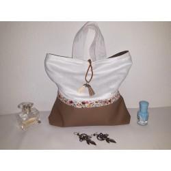 Trousse de toilette femme simili cuir grainé taupe, suédine blanche