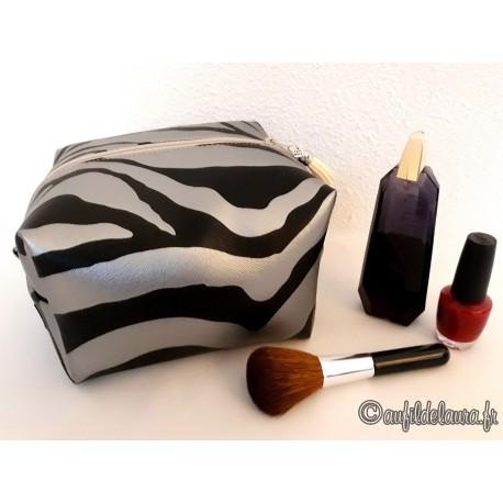 Trousse maquillage cube XXL, simili cuir zèbre argenté
